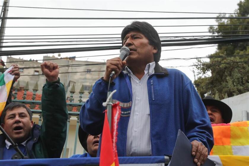 En la imagen, el presidente de Bolivia, Evo Morales (c). EFE/Archivo
