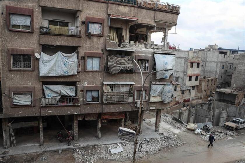 La coalición internacional, liderada por EE.UU., negó hoy haber bombardeado la zona siria de Al Bukamal, en la frontera con Irak, donde al menos 52 milicianos leales al presidente sirio, Bachar al Asad, fallecieron ayer. EFE/ARCHIVO