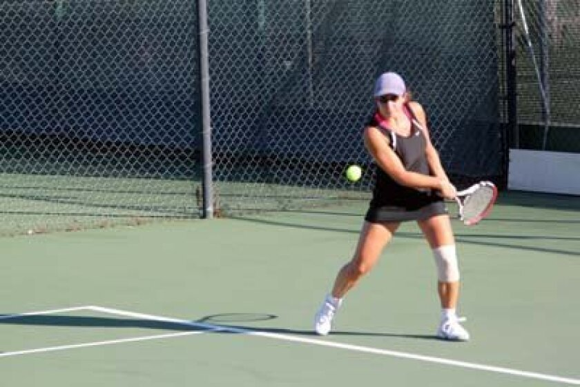 La Jolla Country Day's No. 1 singles player Lindsay Kostas returns a serve Wednesday against Bishop's. Photo: Phil Dailey