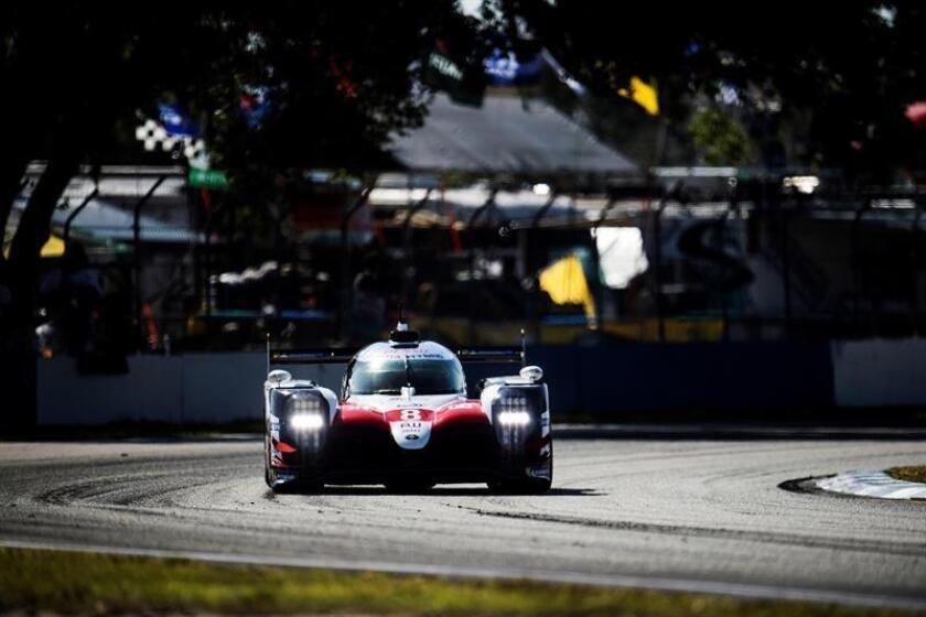 El Toyota TS050 Hybrid del español Fernando Alonso en las 1.000 Millas de Sebring, la sexta prueba del Mundial de Resistencia (WEC), en el circuito de Florida (Estados Unidos). EFE/JAMES MOY/TOYOTA GAZOO RACING