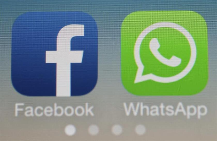 Los logotipos de Facebook y WhatsApp. EFE/Archivo