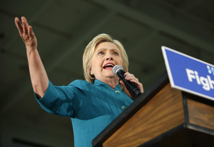 La aspirante a la nominación presidencial del Partido Demócrata Hillary Clinton durante un acto de campaña, el 4 de junio de 2016, en Fresno, California. (AP Foto/John Locher)