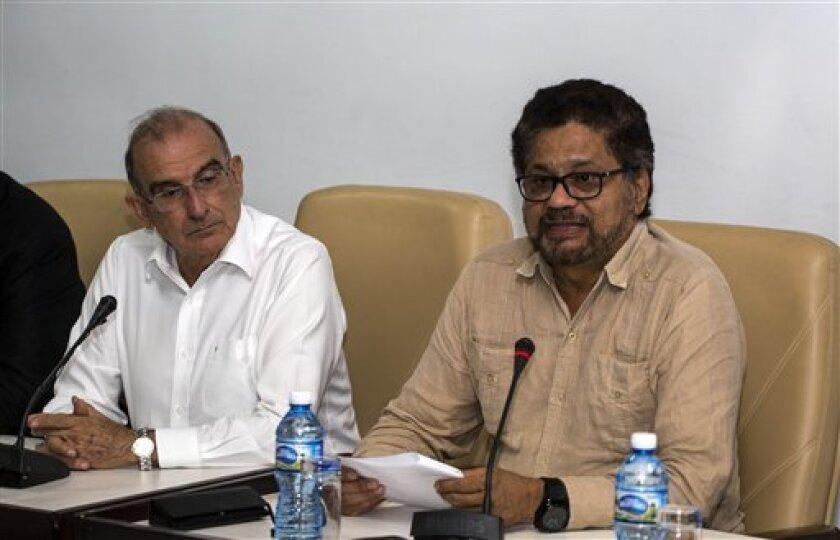 """El secretario general de la Organización de Estados Americanos (OEA), Luis Almagro, felicitó hoy al Gobierno colombiano y a las FARC por el acuerdo de paz modificado firmado en La Habana y confió en que sea una nueva oportunidad para avanzar hacia una """"paz sostenible""""."""