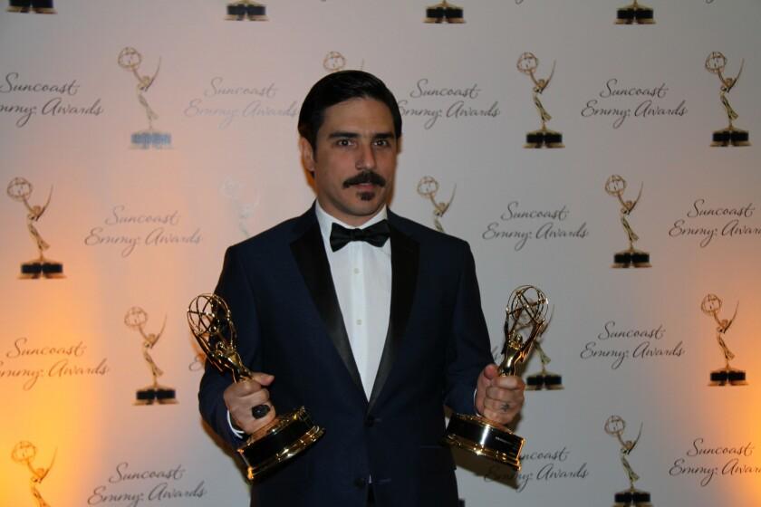 Antonio Paris posa con los Emmy obtenido por el cortometraje.