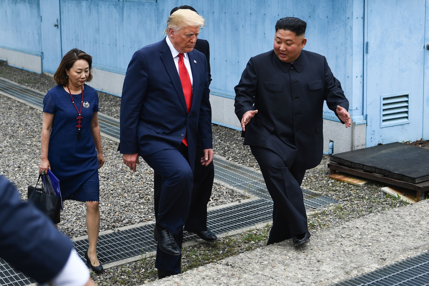 Trump Meets Kim Jong Un At Dmz And Becomes First Sitting