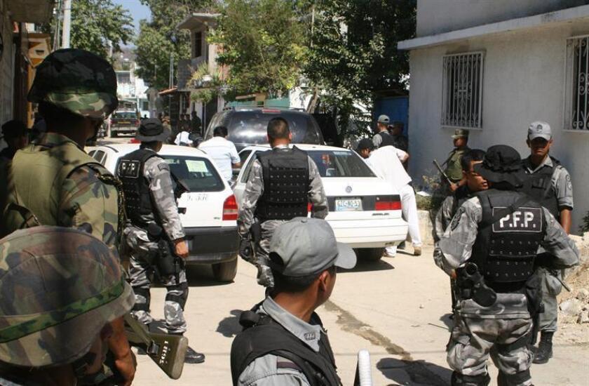 Al menos 18 personas fueron asesinadas el martes en el estado mexicano de Guerrero, que se suman a las 12 del día anterior, en una ola de violencia atribuida por el Gobierno estatal a pugna entre grupos criminales, mientras el federal afirma que los crímenes van a la baja. EFE/ARCHIVO