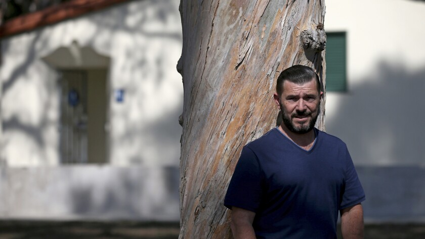 Rory Moroney fue arrestado por la policía de Long Beach en 2014, en una redada encubierta por conductas lascivas; un juez dictaminó ahora que el operativo fue discriminatorio (Luis Sinco/Los Angeles Times).