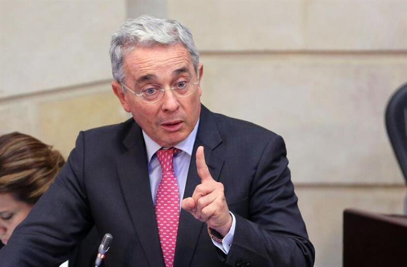 El expresidente colombiano y principal opositor al acuerdo de paz con las FARC, Álvaro Uribe, se mostró hoy partidario de que se amnistíe al grueso de los guerrilleros de las FARC que no hayan cometido delitos graves.
