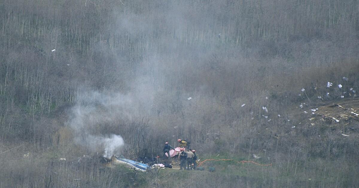 Kobe bryantの飛行あるいは深い霧の中をた接地の法執行のヘリコプター