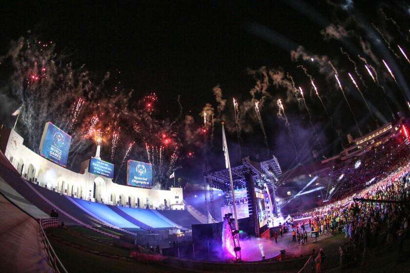 Ceremonia de apertura de Olimpiadas Especiales en el Coliseo Memorial de Los Ángeles.