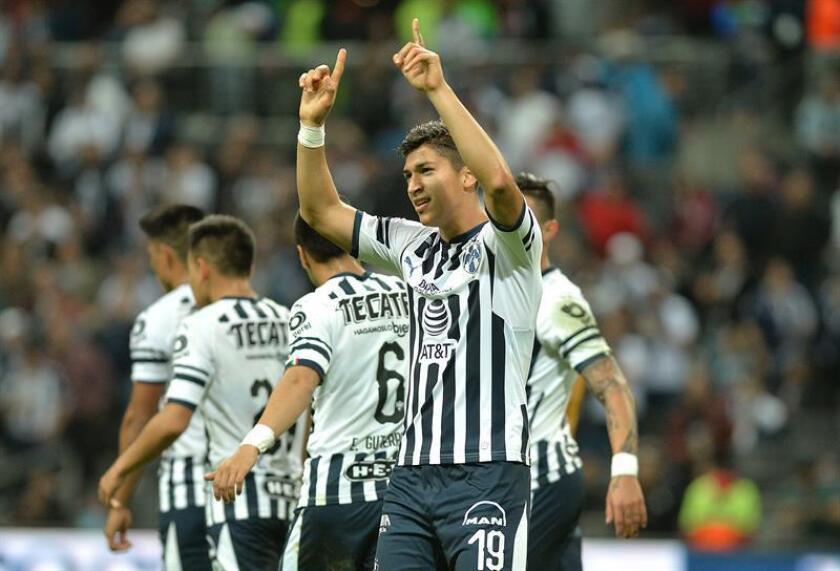 Angel Zaldivar (c) de Rayados de Monterrey festeja una anotación ante Tuzos de Pachuca durante un partido correspondiente a la jornada 1 del Torneo Clausura 2019 celebrado en el estadio BBVA de la ciudad de Monterrey (México). EFE/Archivo