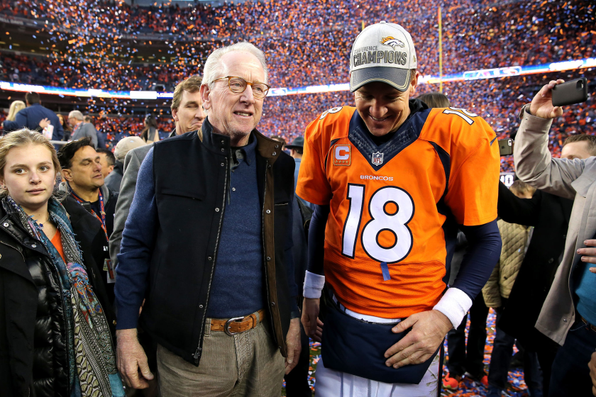 Archie Manning walks off the field with his son Peyton after the AFC championship game in 2016.