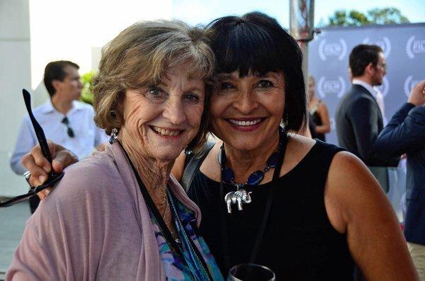 Phyllis Vanscoy, Ludvina Neveraz
