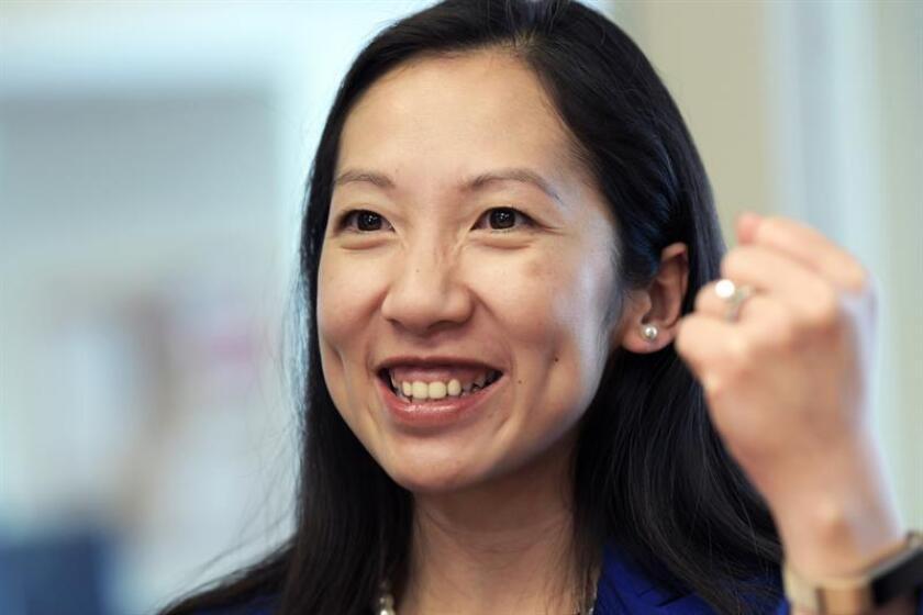 La presidenta de Planned Parenthood, Leana Wen, habla sobre planificación familiar durante una entrevista este martes en las oficinas de Efe en el centro de Washington (Estados Unidos), a escasos metros de la Casa Blanca. EFE