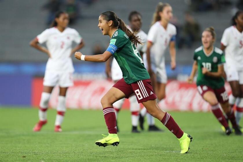 Nicole Pérez México celebra un gol hoy, durante el partido de las semifinales entre México y Canadá en la Copa Mundial Femenina Sub-17, en el estadio Charrúa en Montevideo (Uruguay). EFE