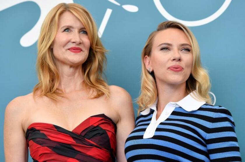 Laura Dern (izda) y Scarlett Johansson. EFE/EPA/ETTORE FERRARI