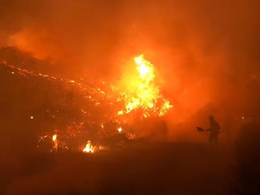 """Las autoridades del condado de Butte (California), donde arde el gigantesco incendio bautizado como """"Camp Fire"""", han rebajado a 993 el número de desaparecidos como consecuencia del desastre, mientras que la cifra de muertos se mantiene en 77, informan hoy medios locales. EFE/ARCHIVO"""