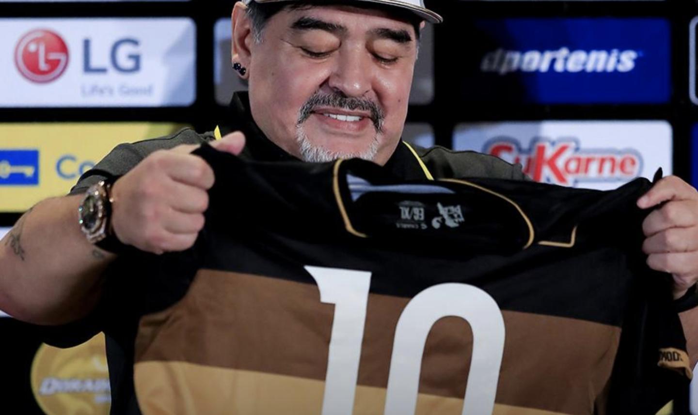 Diego Armando Maradona asumió como nuevo entrenador del club Dorados de Sinaloa de la segunda división, en Culiacán, una ciudad considerada la cuna del narcotráfico en México.