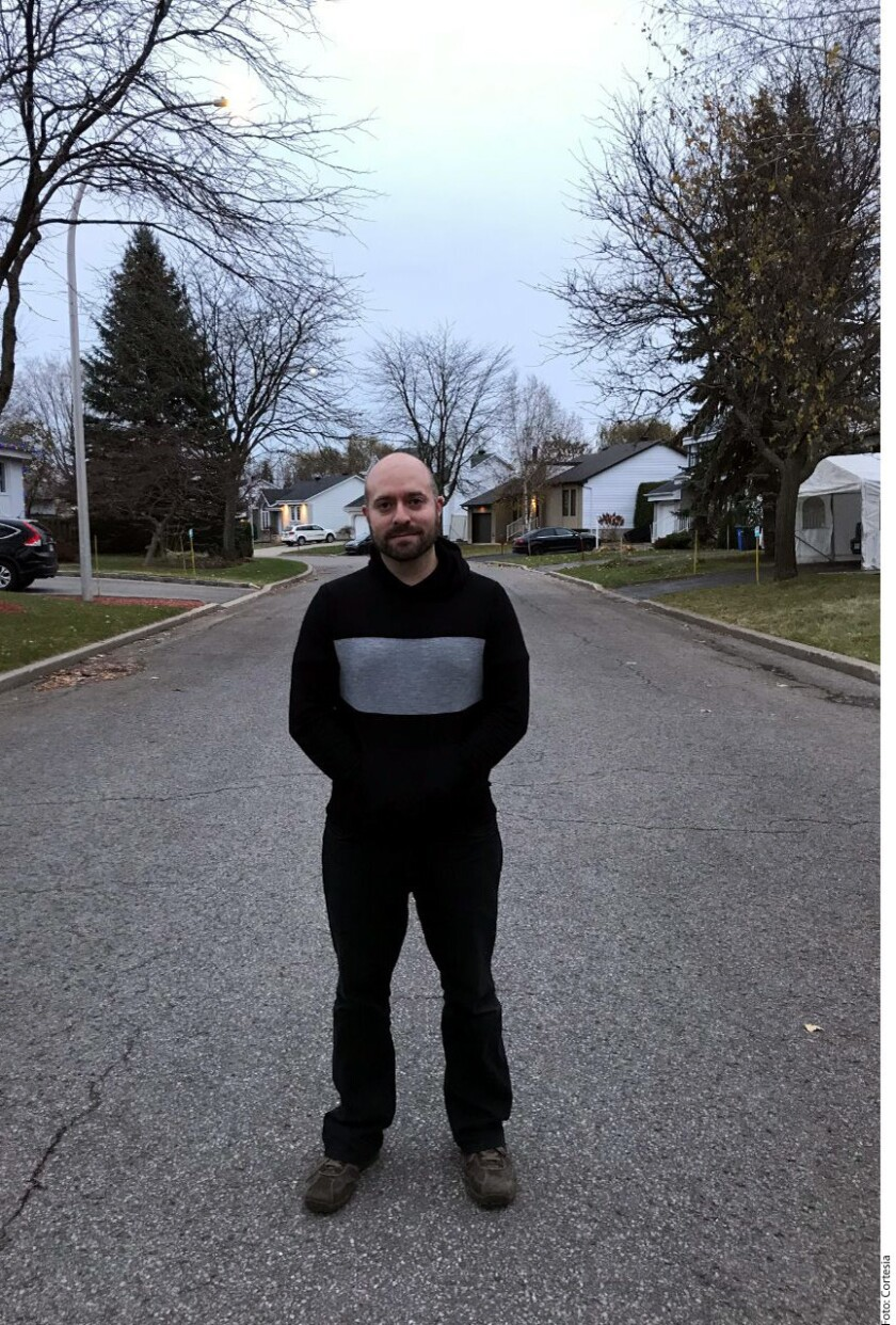 Luka, Alexa y Diego, de nueve, cinco y tres años respectivamente, salen a jugar sin vigilancia a la calle frente a su casa en la provincia de Quebec.