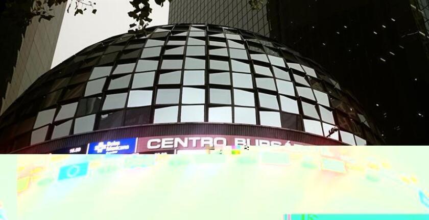 El principal indicador de la Bolsa Mexicana de Valores (BMV), el Índice de Precios y Cotizaciones (IPC), perdió hoy 0,73 % y cerró en 44.555,26 unidades, 329,6 puntos menos que la jornada anterior. EFE/ARCHIVO