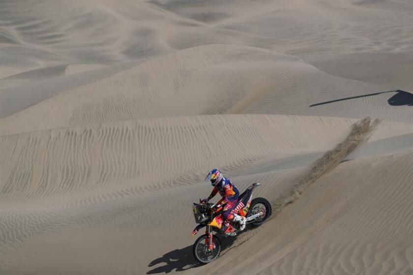 British rider Sam Sunderland (KTM) competes during the seventh stage of the 2019 Dakar Rally, in San Juan de Marcona, Peru, on Jan. 14, 2019. EPA-EFE/ERNESTO ARIAS
