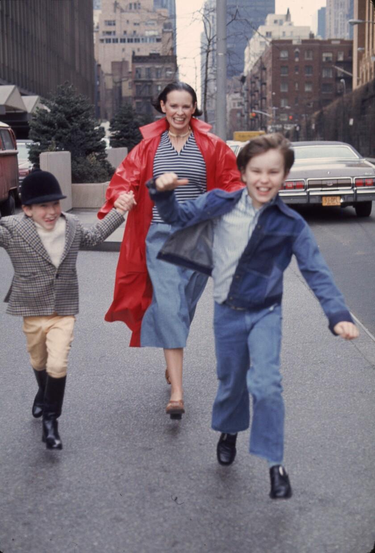 Gloria Vanderbilt And Sons Run In New York