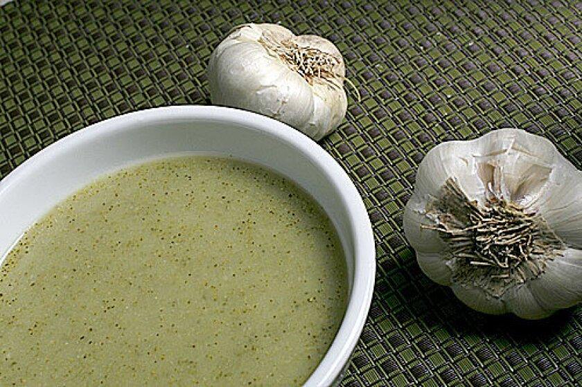 Broccoli and roasted garlic soup