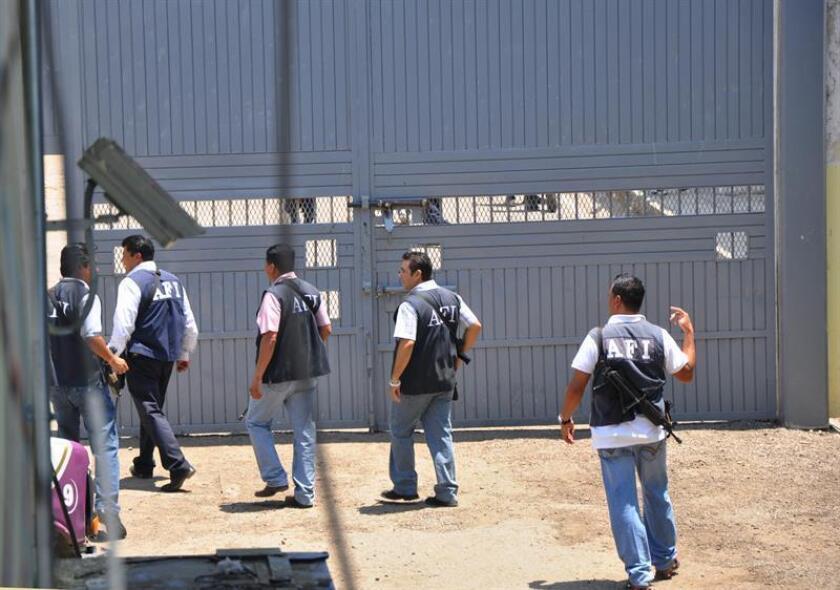 Agentes federales ingresan al centro penitenciario de Mazatlán, en el estado mexicano de Sinaloa. EFE/El Debate de Mazatlán/SOLO USO EDITORIAL/Archivo