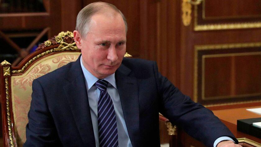 Se cree que el presidente ruso, Vladimir Putin, aprobó el hackeo de las elecciones presidenciales de los Estados Unidos. Arriba, Putin en una reunión en el Kremlin en Moscú, el 12 de diciembre de 2016.