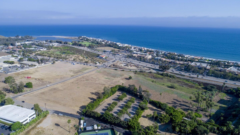 Jerry Perenchio's Malibu real estate portfolio