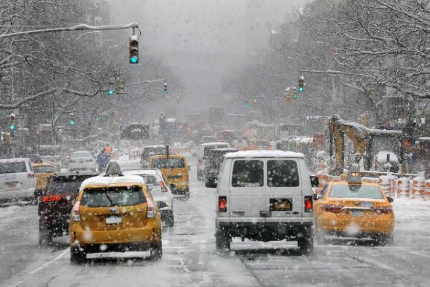 El presidente, Donald Trump, volvió hoy a poner en duda el cambio climático por la ola de frío que azotará al nordeste del país durante las festividades de Acción de Gracias y que dejará temperaturas de hasta 20 grados bajo cero. EFE/ARCHIVO