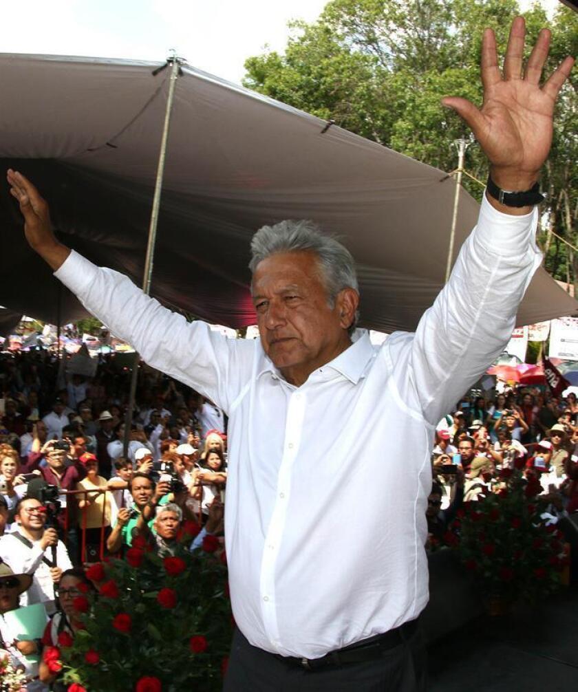 Fotografía cedida por el equipo de prensa del candidato Andrés Manuel López Obrador y fechada el 5 de junio de 2018, que muestra al candidato durante un evento de campaña en el municipio de Apizaco, en Tlaxcala (México). EFE/Prensa Candidato/SOLO USO EDITORIAL
