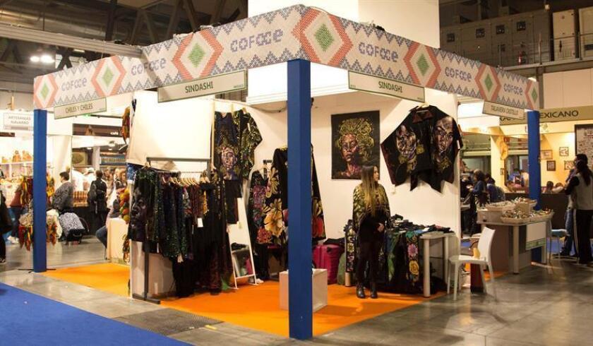 Vista de varios expositores de la Feria del Mercado Internacional de la Artesanía de Milán, en la que empresarios del Estado mexicano de Guanajuato presentan del 1 al 9 de diciembre la calidad de sus productos con la intención de incrementar sus exportaciones al mercado europeo. EFE
