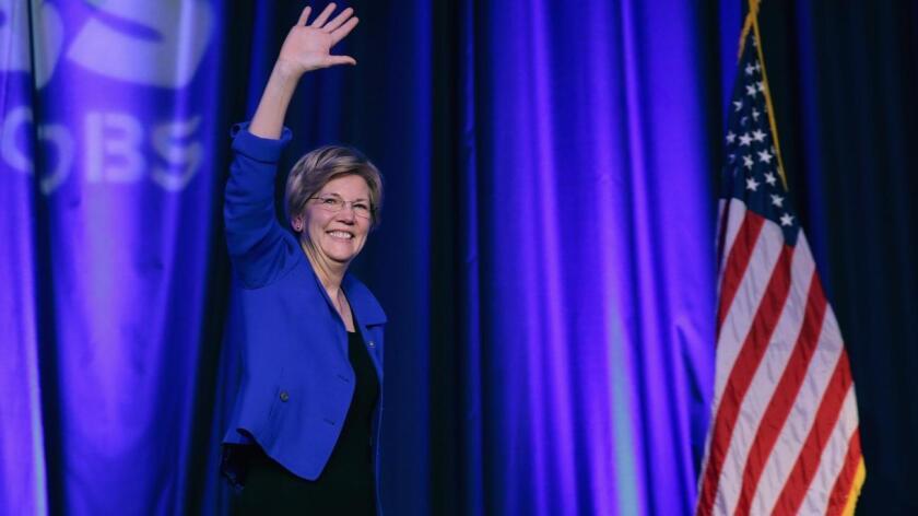Vestidas con el mismo tono de azul, Clinton y Warren arremetieron contra el oficioso candidato republicano, Donald Trump, y dejaron clara su unidad y determinación para impedir que el magnate llegue a la Casa Blanca en enero.