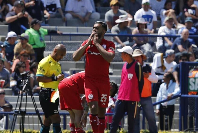 El jugador del Toluca Pedro Canelo celebra después de anotar un gol. EFE/Archivo