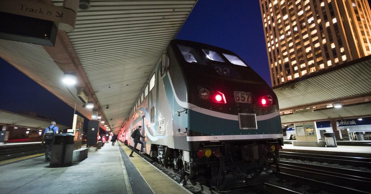 Metrolink περικοπές υπηρεσία από 30% ως επιβατική κίνηση πέφτει κατακόρυφα μέσα σε coronavirus ξέσπασμα
