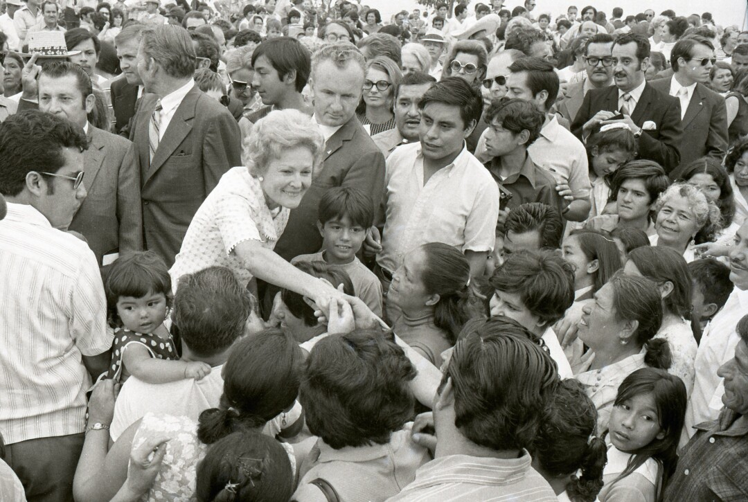 First Lady Pat Nixon greets Mexican children who had been clamoring for her attention