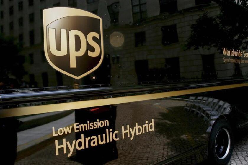 La compañía de paquetería UPS anunció hoy un beneficio neto de 4.338 millones de dólares en los primeros nueve meses del año, un 13,9 % más que en el mismo periodo del pasado año. EFE/Archivo