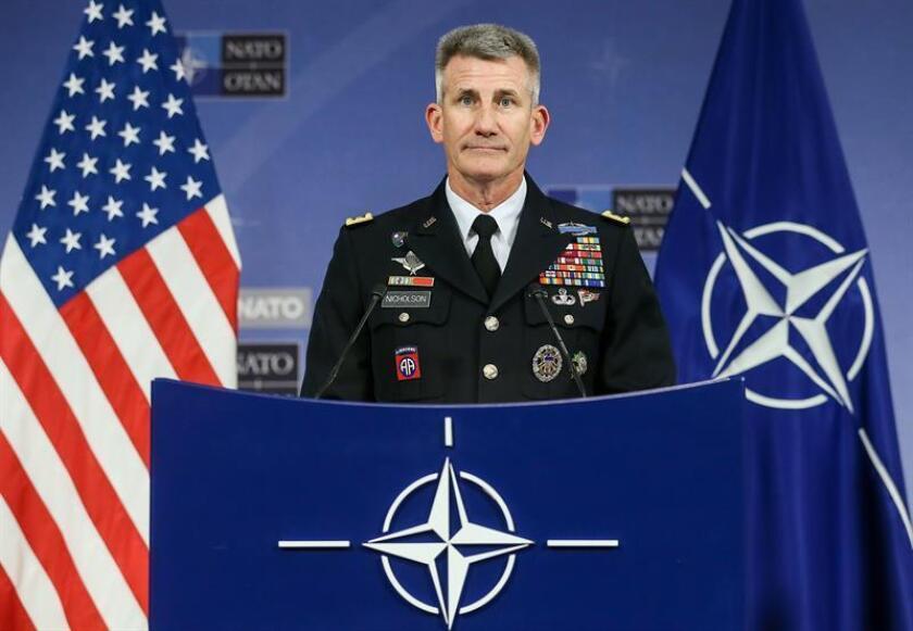 El jefe de los contingentes de Estados Unidos y de la OTAN en Afganistán, el general John Nicholson, ofrece una rueda de prensa. EFE/Archivo