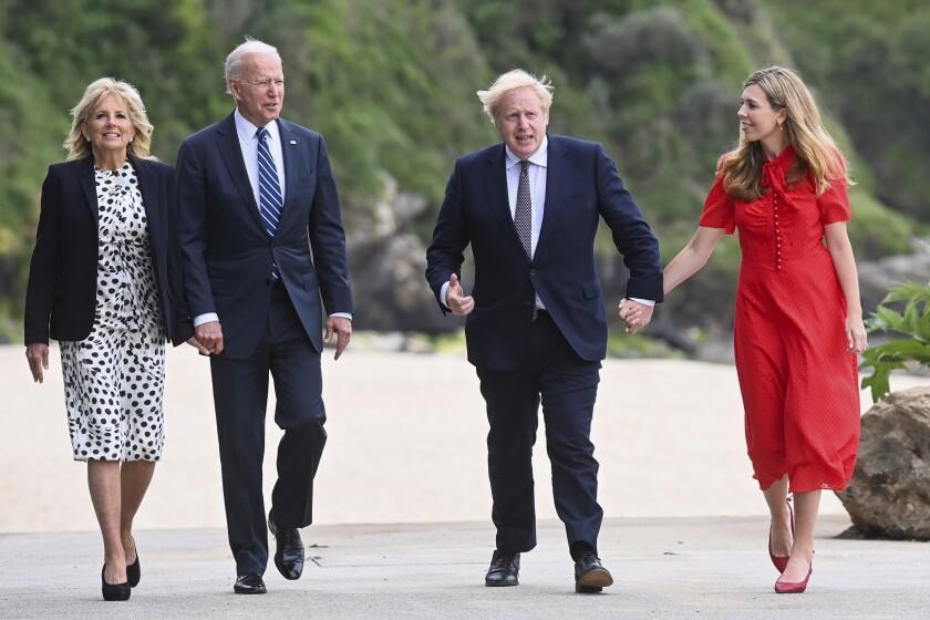 Johnson: El G7 donará 1.000 millones de dosis contra COVID-19