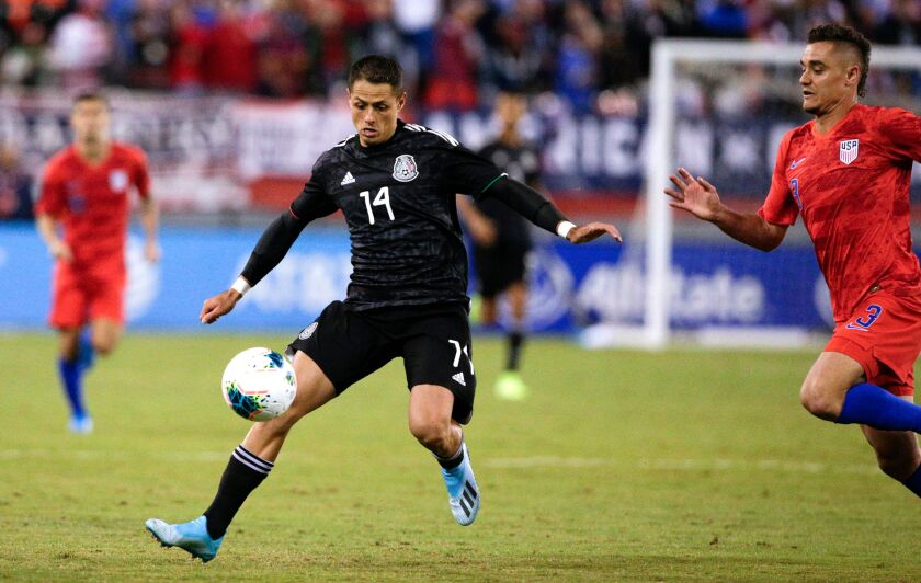 """Mexico's Javier """"Chicharito"""" Hernandez tries to control a pass against the United States during an exhibition game on Sept. 6, 2019."""