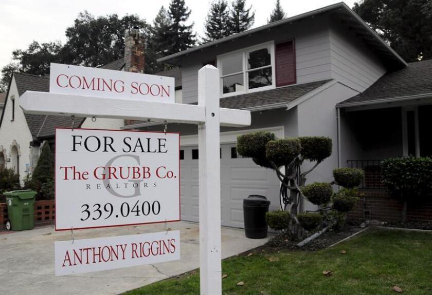 La venta de casas nuevas cayó un 7,8 % en enero y quedó en un ritmo anual de 593.000 unidades, en su segundo mes consecutivo de descenso, informó hoy el Departamento de Comercio. EFE/Archivo