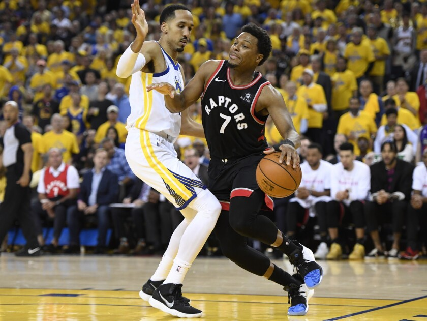 Toronto Raptors guard Kyle Lowry (7) tries to move around Golden State Warriors guard Shaun Livingst