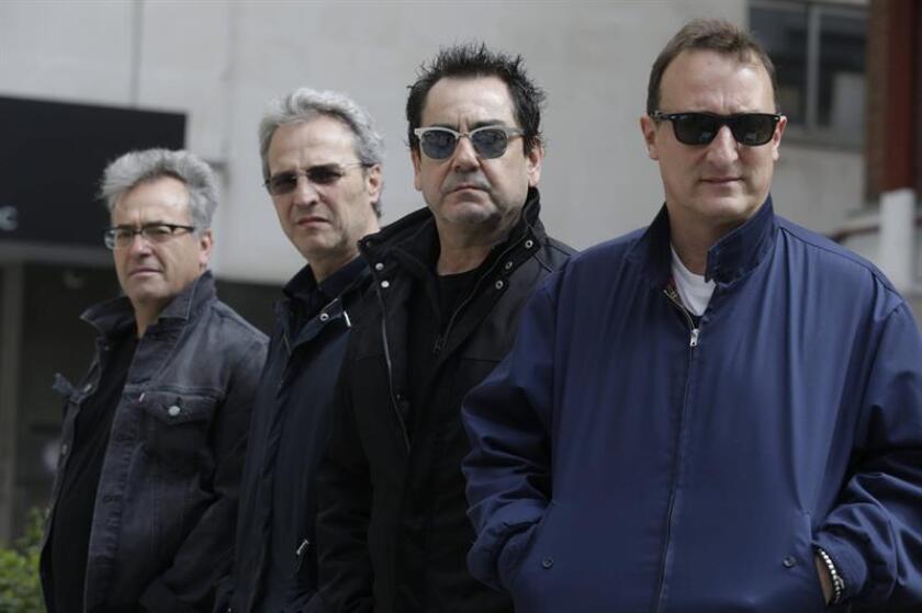 Las icónicas bandas de rock Hombres G y Enanitos Verdes, juntos de gira por Estados Unidos, ofrecieron hoy un concierto en Austin (Texas) donde el público no paró de cantar y bailar motivados por el alegre e incesante ritmo que propusieron los artistas sobre el escenario. EFE/ARCHIVO