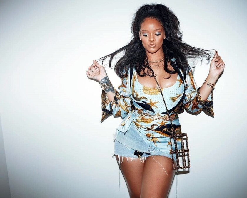 De acuerdo con US Weekly, Rihanna (foto) se negó a dar el show de medio tiempo del Súper Tazón 2019 en solidaridad a Colin Kaepernick, quien inició las protestas antirraciales en los partidos de la liga.