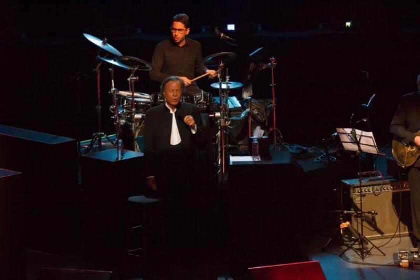 El cantante español Julio Iglesias actúa el 03 de abril de 2019 en el Auditorio Nacional de Ciudad de México (México). EFE/ Madla Hartz/Archivo