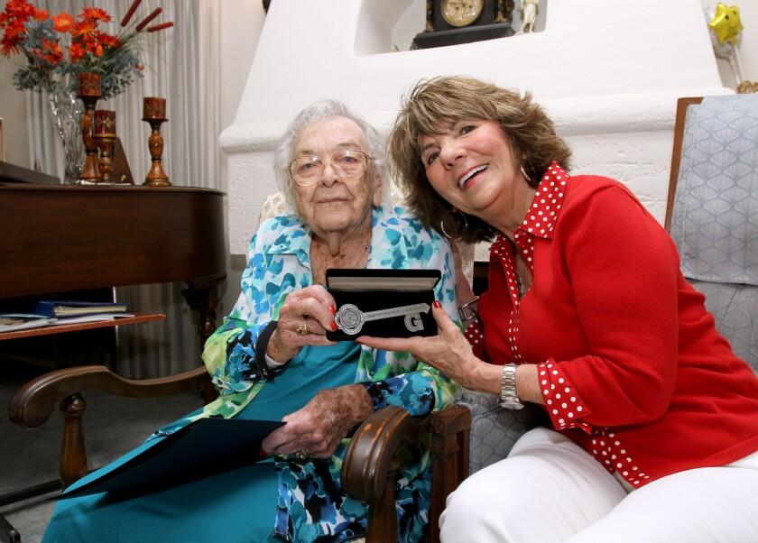 Gertrude Ness receives key to Glendale