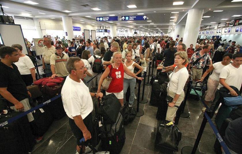 La disposición entra en vigor de inmediato para los ciudadanos ecuatorianos portadores de pasaportes ordinarios y que permanezcan en México hasta seis meses para cumplir actividades no remuneradas. EFE/Archivo