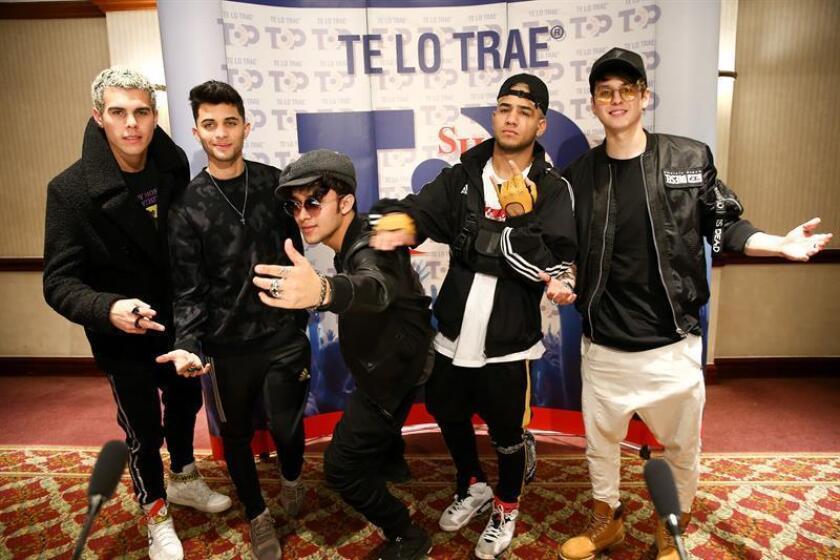 Los integrantes del grupo de pop urbano CNCO posan para una fotografía. EFE/Archivo