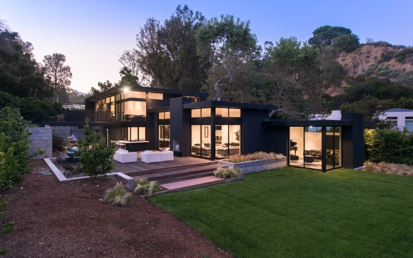 Hitmaker Stephan Moccio sells cool contemporary in Pacific Palisades for $8.5 million